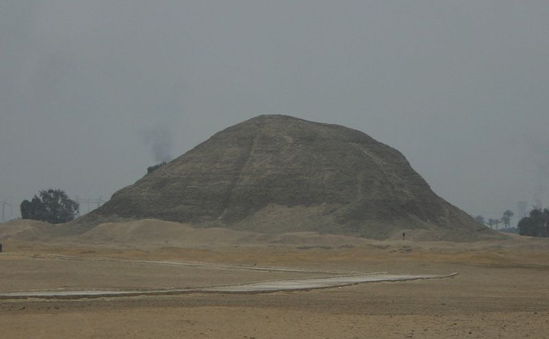 Pyramid of Amenemhet at Hawarra01